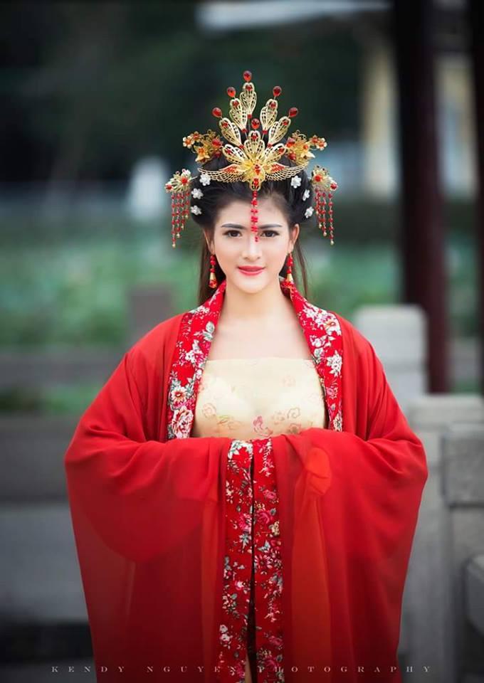 cung-cap-nhan-su-pg-model-nguoi-mau-luong-diem