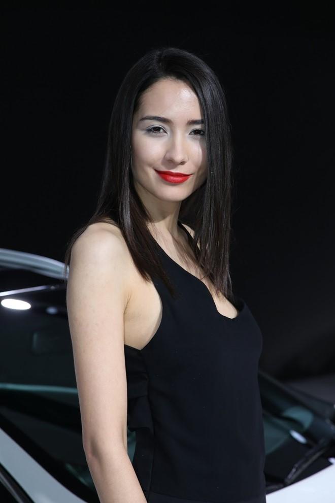 Người đẹp khoe sắc tại Geneva Motor Show 2016