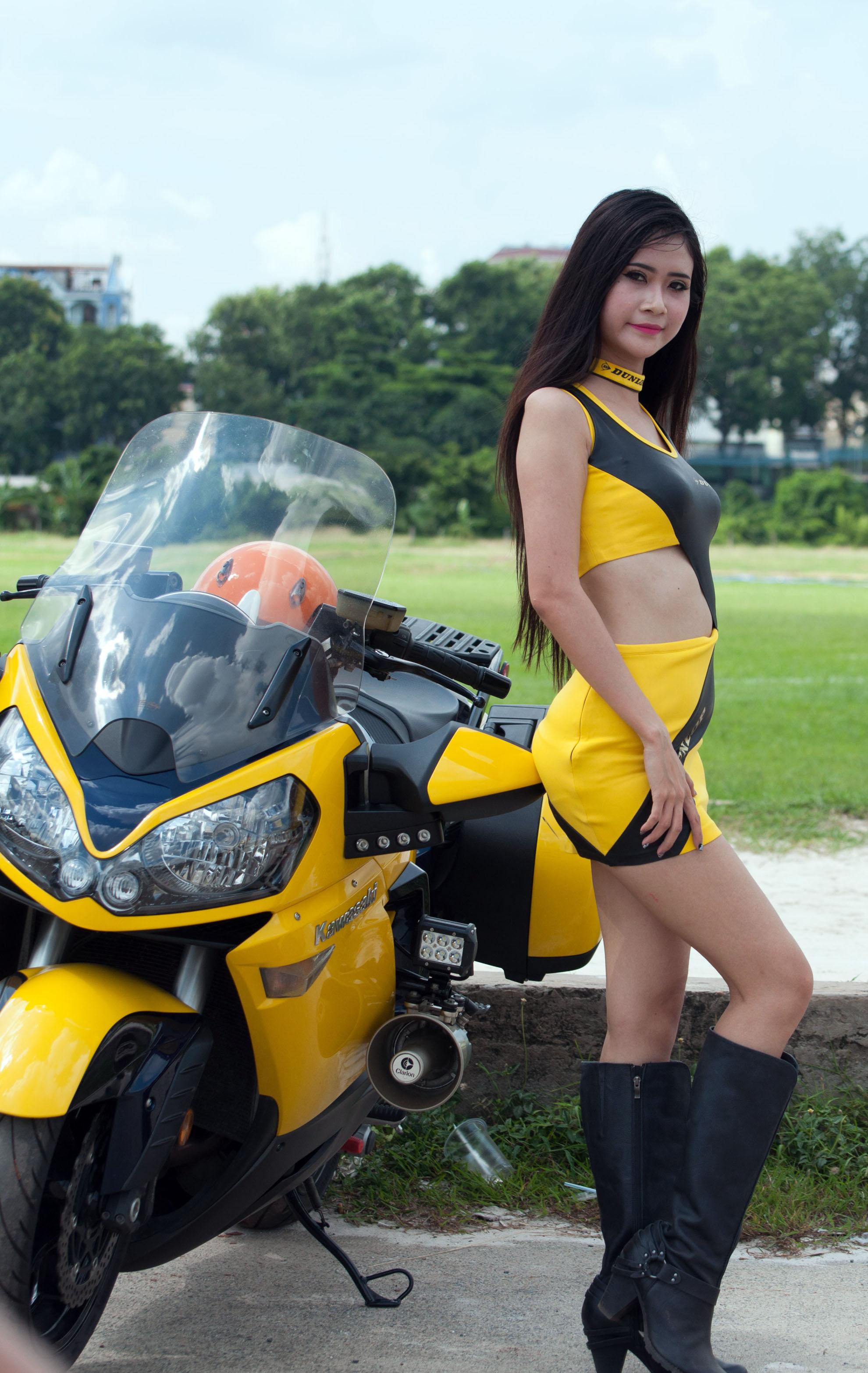 PG xinh đẹp giải đua môtô Sài Gòn