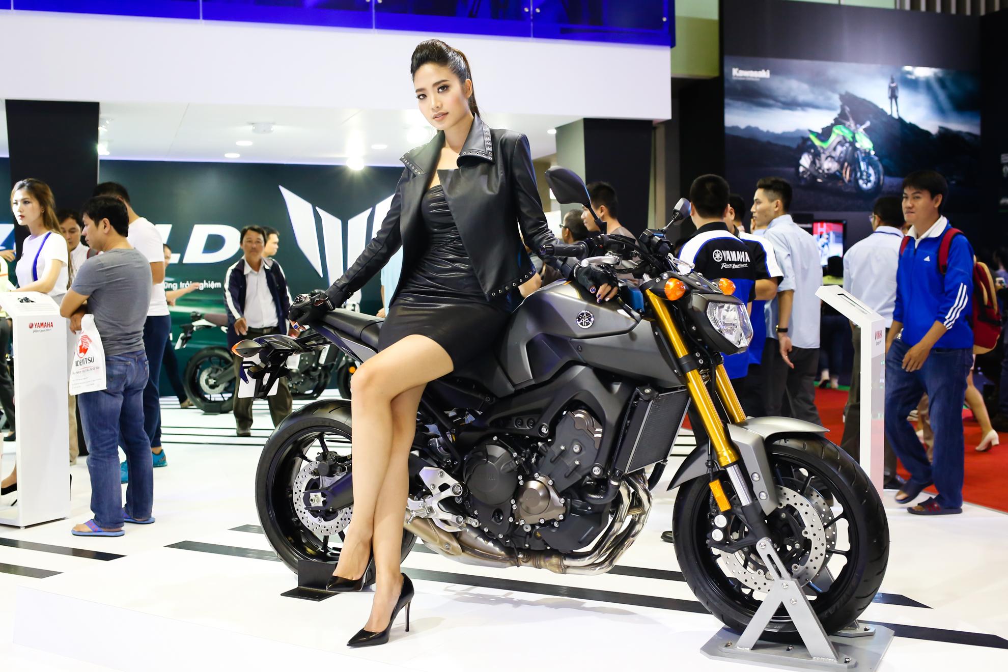Triển lãm xe máy Việt Nam và người đẹp