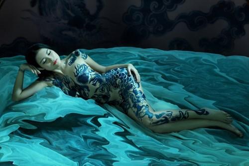 Bộ ảnh body painting của người mẫu Lâm Quế Minh